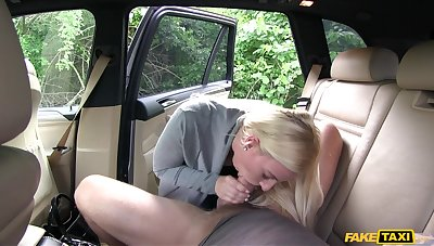 Blonde girl Nathaly Cherie gets her wet cunt fucked in the car