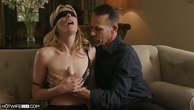 Threesome floor be useful to sex-starved wife nearby small knockers Mona Wales