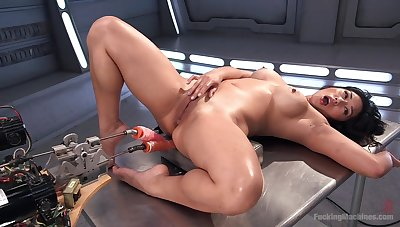 Crazy fuck machine solo experience for the Asian mom