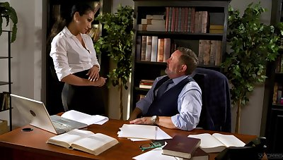 Shafting awesome secretary Vicki Chase gets intimate with her elderly boss
