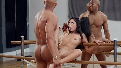 Molly Stewart watches as dancer Gianna Dior fucks be useful to a resuscitate commerce